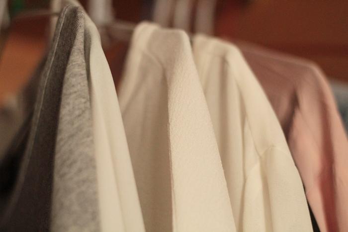 lmal5-armario-minimalista-camisas