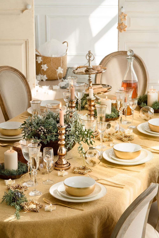 mesa-de-comedor-vestida-en-oro_57e2b6ea