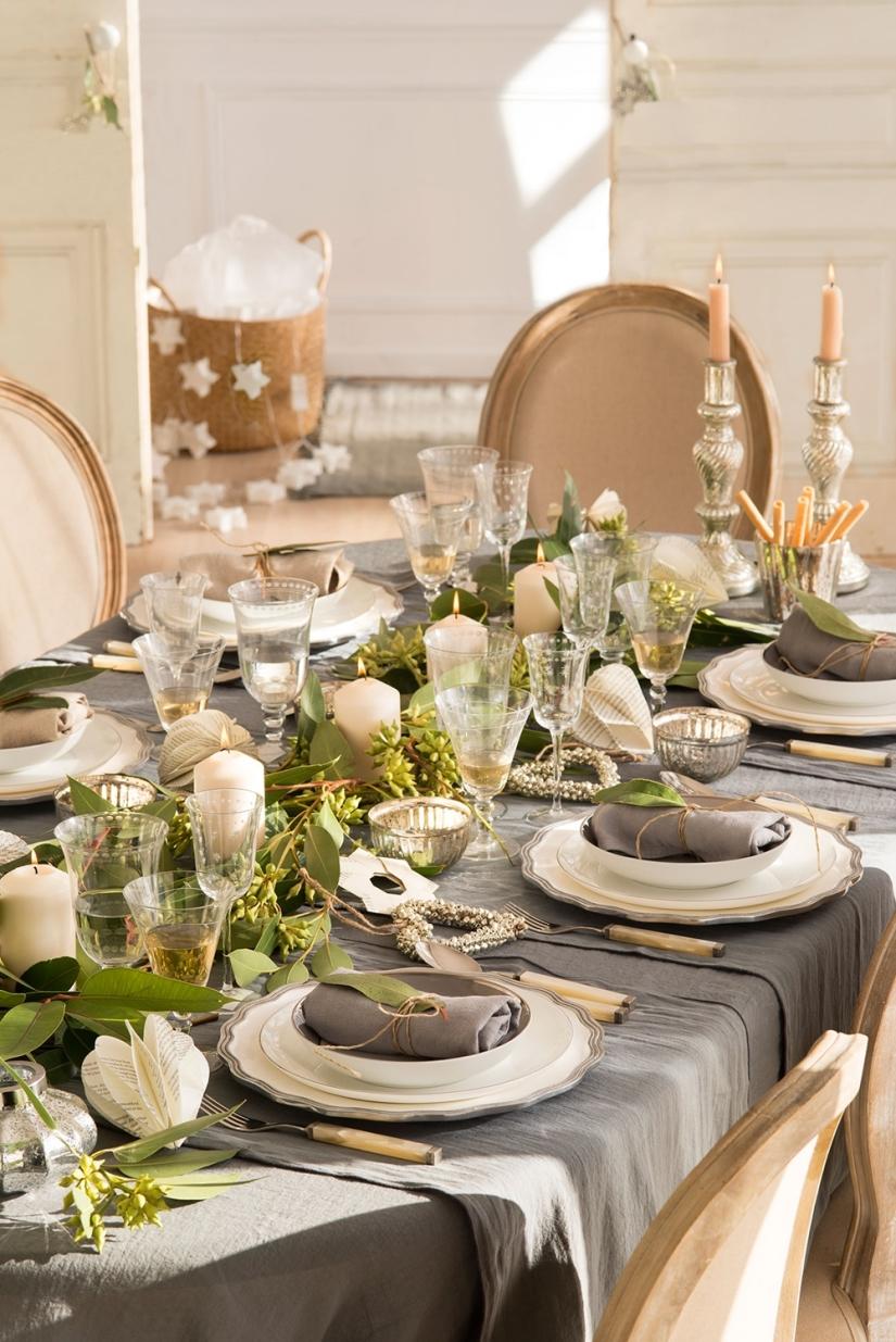 mesa-vestida-de-navidad-con-detalles-en-gris-plata-y-naturales_072be426